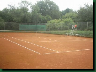"Unsere Tennisanlage  - Platz 3, ""Champion´s scaffold"""